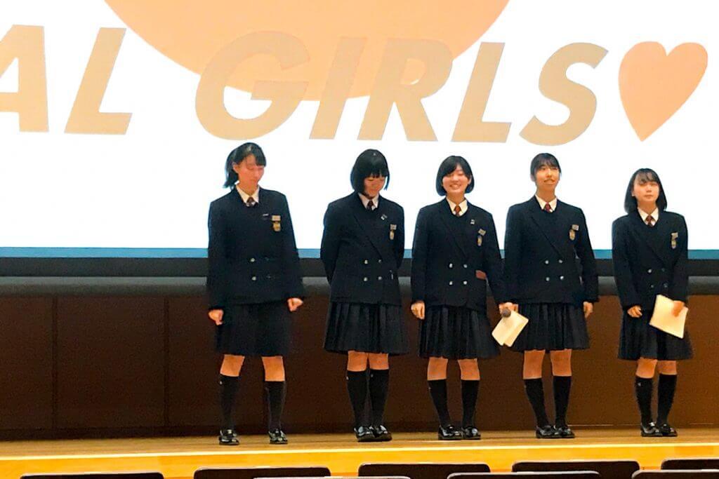 江戸川女子高校の生徒たち