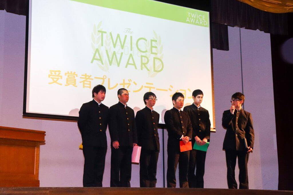 全国大会でグランプリを受賞した生徒たち
