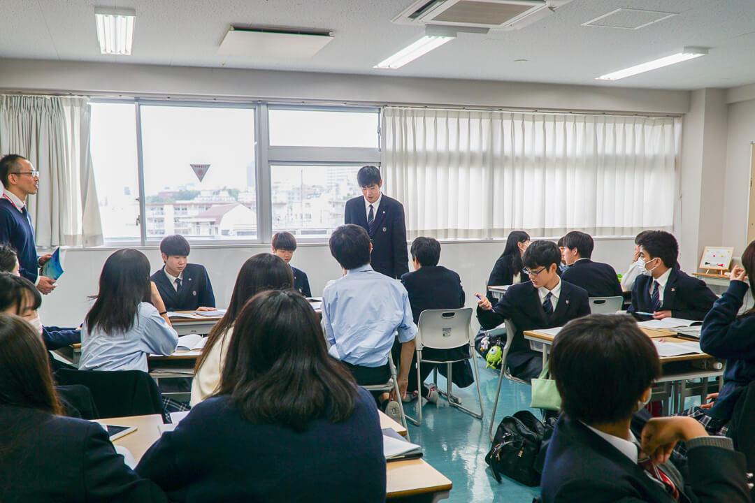 探究学習として論文に取り組む目黒日本大学高校の生徒